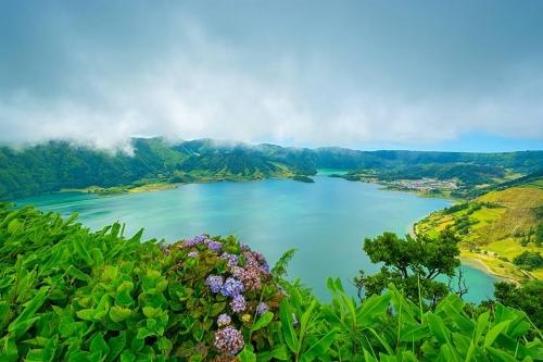 Lagoas vulcânicas das Sete Cidades, na ilha São Miguel.